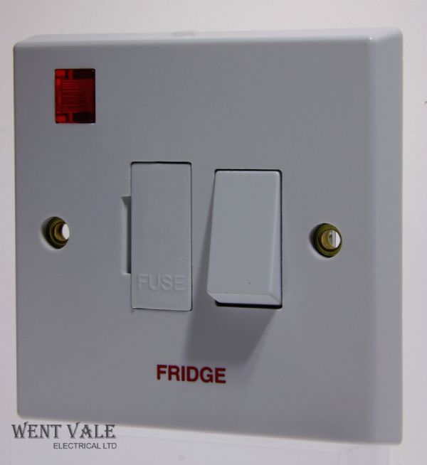 "Volex - VX1081FR - 13a White Moulded Switch Fused Spur + Neon Marked ""Fridge"""